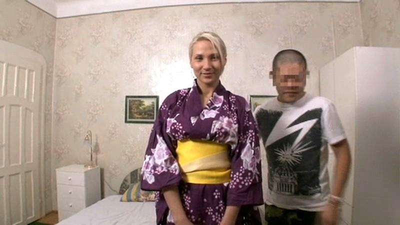 日本では認められないオタクの僕が東ヨーロッパで日本人丸出しの格好をしていただけで、日本では到底縁の無い8頭身美女が声をかけてきた!